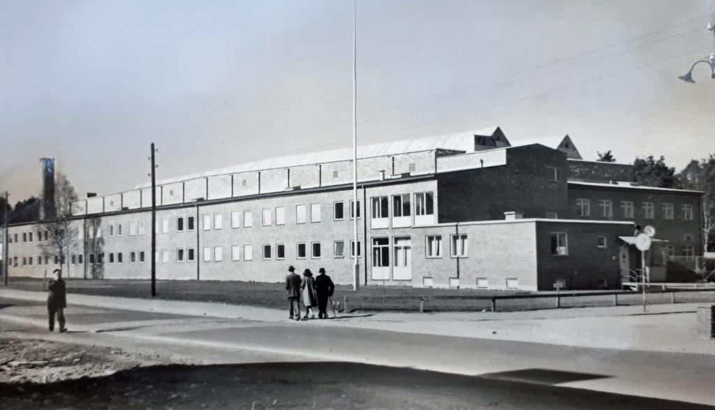 Svartvit foto på industribyggnad i Växjö.